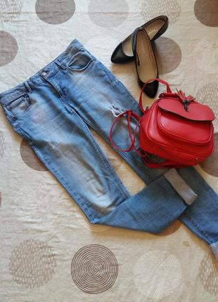 Фирменные рваные голубые джинсы pull&bear