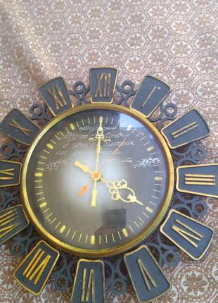 Продам часики настенные Янтарь
