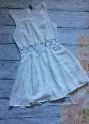 Красивое белое платье с кружевом от divided