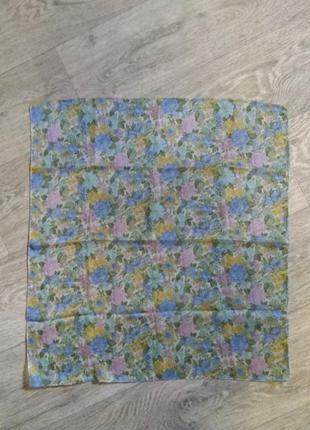 Нежный шейный платок