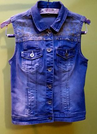 Жилетка (безрукавка) джинсовая