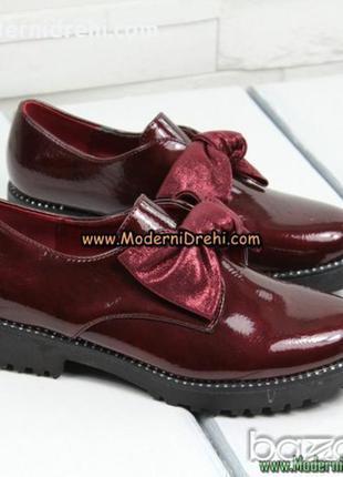 Стильные туфли цвета марсала