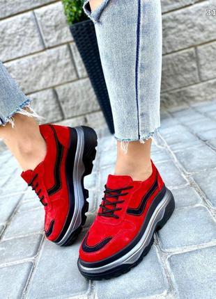 Женские красные замшевые кроссовки