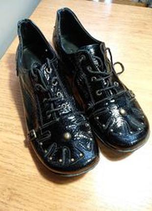 Туфли лаковые девочке на ст.23см