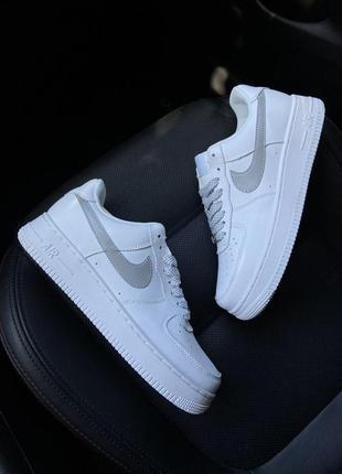 Женские стильные кроссовки nike air force 1 low white reflective
