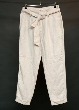Part two. бежевые брюки бананы с защипами и карманами на ткане...