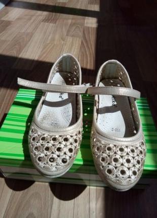 Нарядные туфли на девочку 7-8 лет