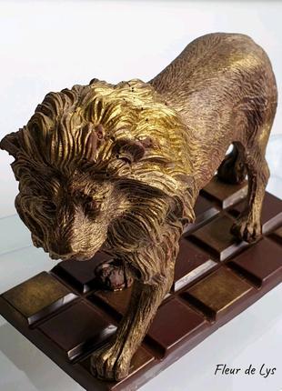 Лев из шоколада