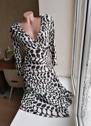 Черно-белое платье-халат с завязками на запах (к047)