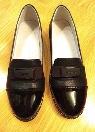 Изящные туфли. Черные туфельки.