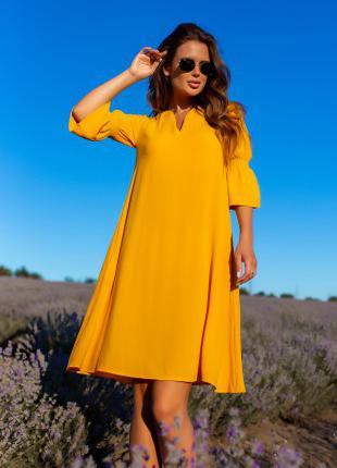 Желтое платье-трапеция с воланами на рукавах