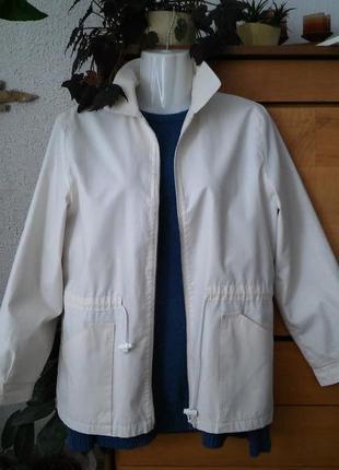 Легкая куртка-ветровка с подкладкой