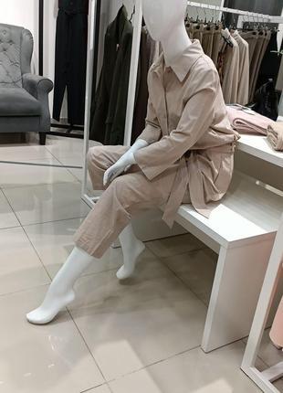 Манекен белый в сидящем положении