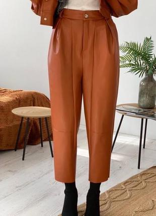 Легкие брюки с защипами из модала кирпичный цвет