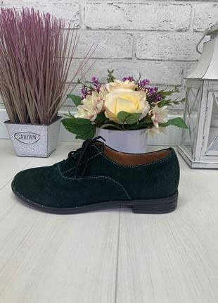 Зеленые базовые закрытые туфли на шнурках из натуральной замши