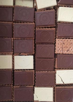 Печеня з плиткою шоколаду