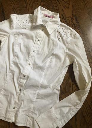 Белая рубашка блузка камни школьная форма