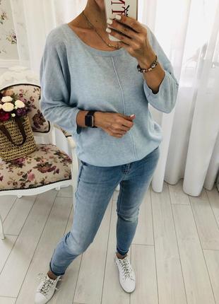 Нежный свитер с открытой спинкой