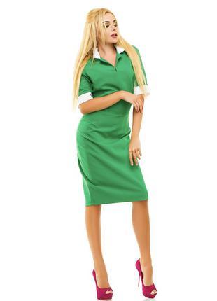 Новое женское платье с воротничком.