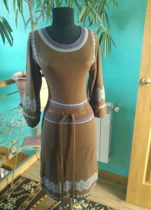 Платье в состоянии нового.