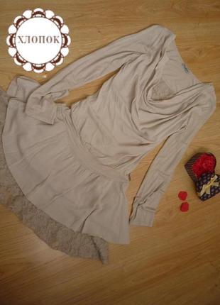Бежевое платье с отделкой из кружева