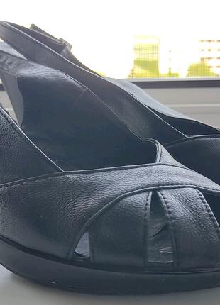 Кожаная обувь на каблуках