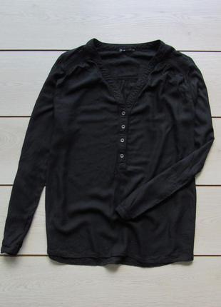 Тонкая блуза с закатывающимися рукавами