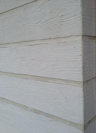 Имитация фактуры дерева на фасаде или внутри дома.