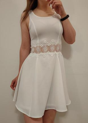 Шикарное белое платье со вставкой кружево