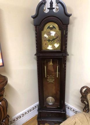 Напольний годиник. Напольные часы