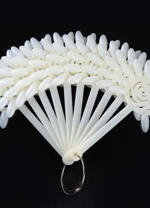 Дисплей ромашка, (типсы веер) белый на кольце