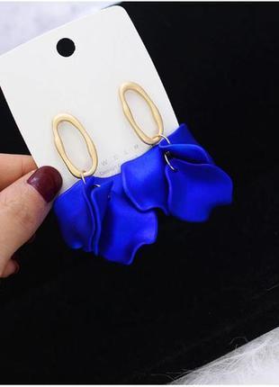 Шикарные серьги лепестки глубокого синего цвета