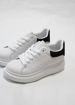 Женские белые кеды (кроссовки, крипперы) с черным задником