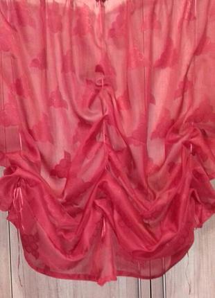 Гардина темно-красного цвета на шторной ленте