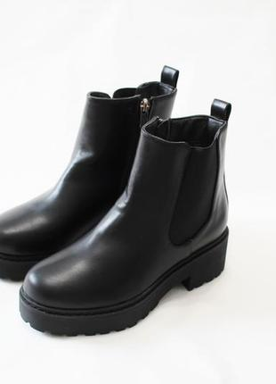 Женские черные демисезонные ботинки челси на толстой подошве и...
