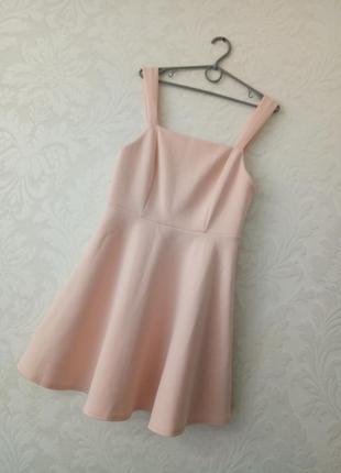 Роскошное персиково-пудровое пышное платье с красивой спинкой