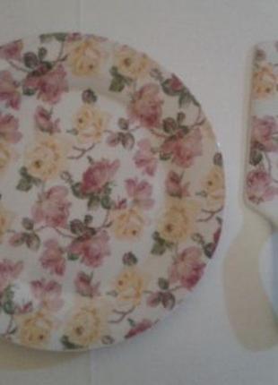 """Тортница с лопаткой из фарфора подарочный набор коллекция """"Розы"""""""