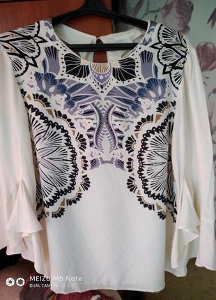 Нарядная блузка с интересными рукавами