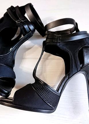 Босоножки Zara на каблуке шпильке 39р