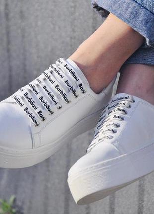 Стильные белые кожаные кеды