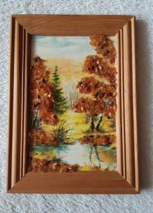Картина с янтарём в деревянной рамке