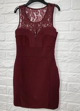 Красивое нарядное  приталенное бордовое платье с кружевом