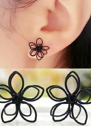 Стильные серьги-гвоздики черные цветы