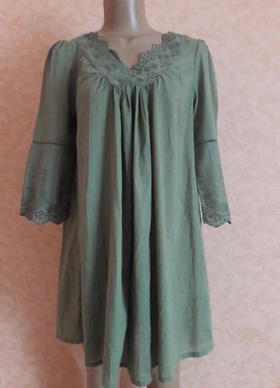 Платье с натуральной ткани с вышивкой свободного кроя