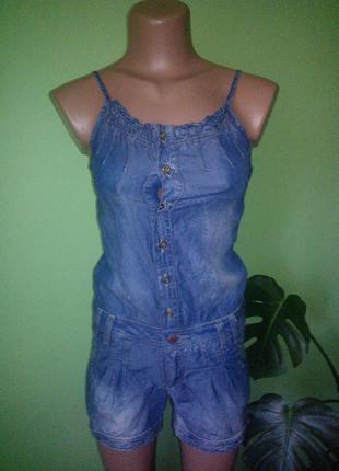 Класный джинсовый комбинезон шорты