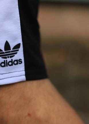 Шорты adidas чёрные с белым лампасом