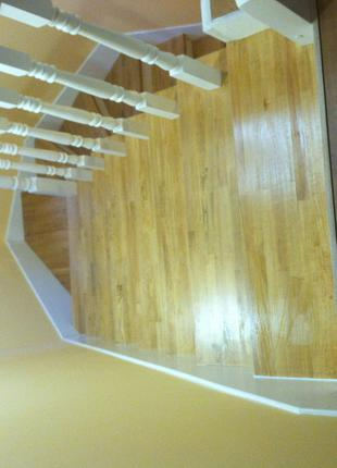 Лестница из дерева. Обшивка ступеней лестниц из бетона и металла.