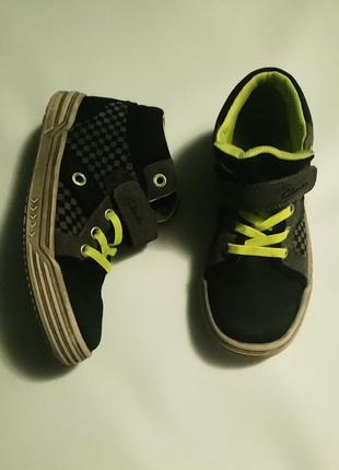 Высокие кроссовки на осень