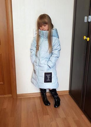 Стильный голубой пуховик для девочки