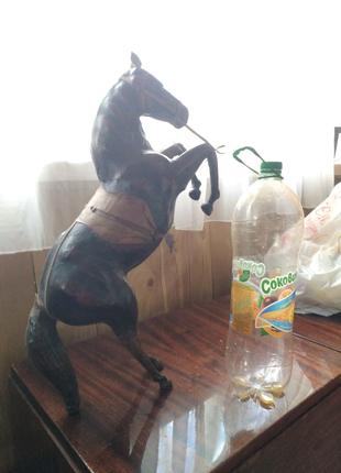 Большая статуэтка лошади